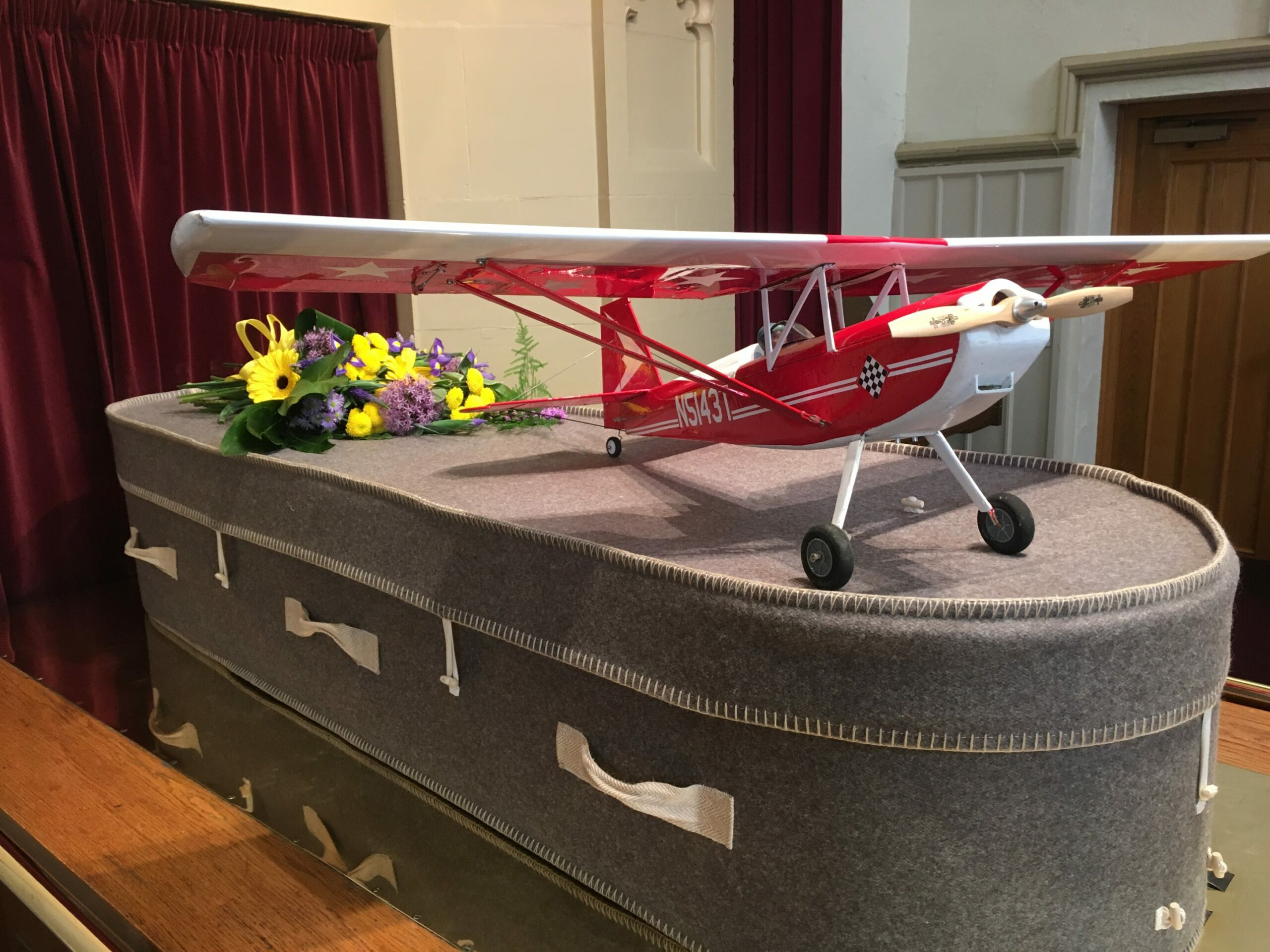 Fabric coffin with a plane on